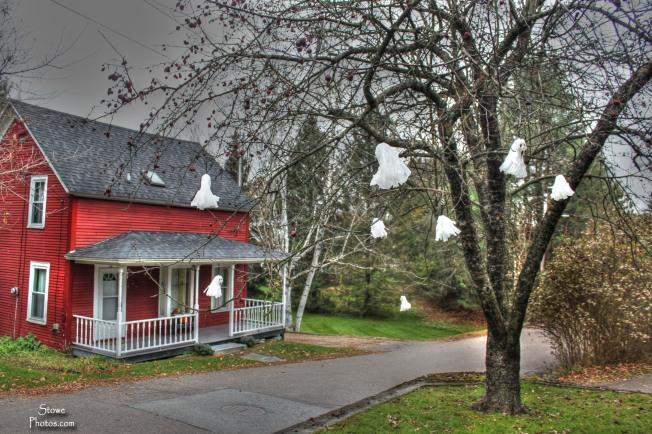 Stowe VT - Halloween Ghosts on Pleasant Street