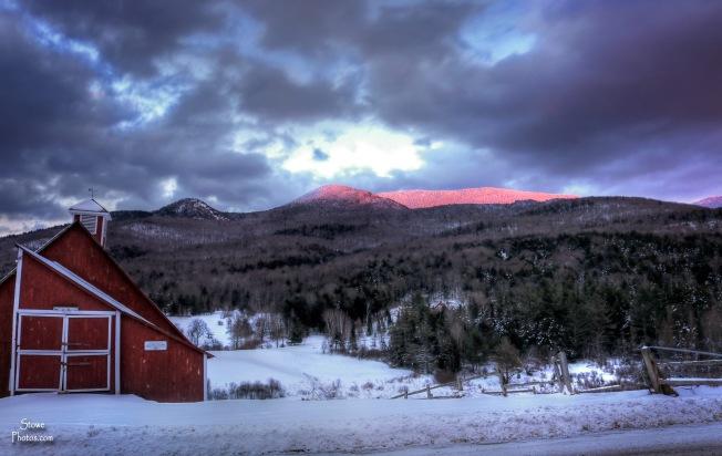 2016-12-14-stowe-hollow-barn-sunset