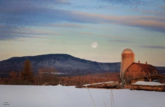 2020 03 08 morrisville moon elmore moutain